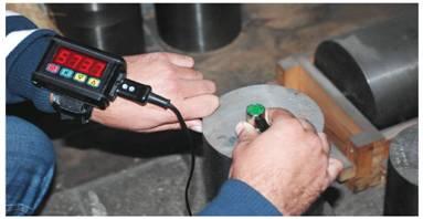 Процесс контроля портативным ручным ультразвуковым толщиномером ТУЗ-5